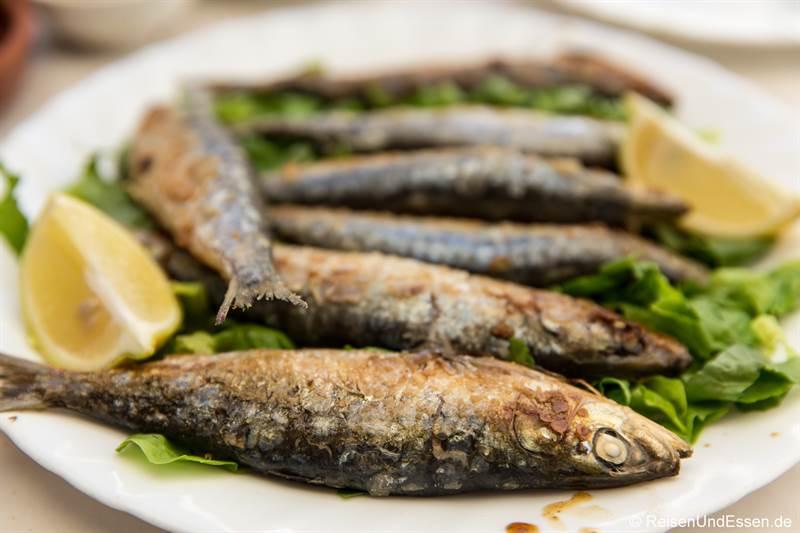 Sardinen in einem Restaurant in Asilah