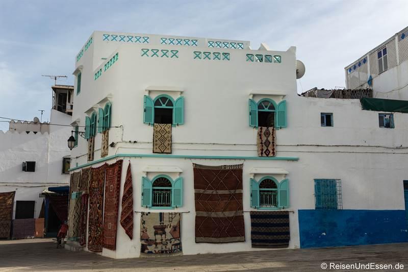 Haus mit Teppichen in Asilah