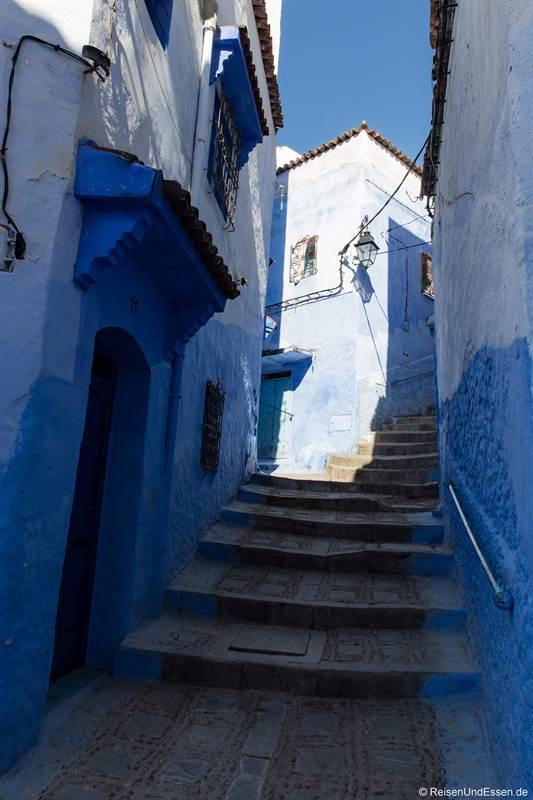 Stufen in den Gassen der blauen Stadt Chefchaouen