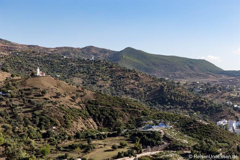 Blick auf den Hügel mit spanischer Moschee