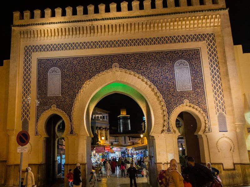 Blick durch das Blaue Tor oder Bab Bou Jeloud in Fes