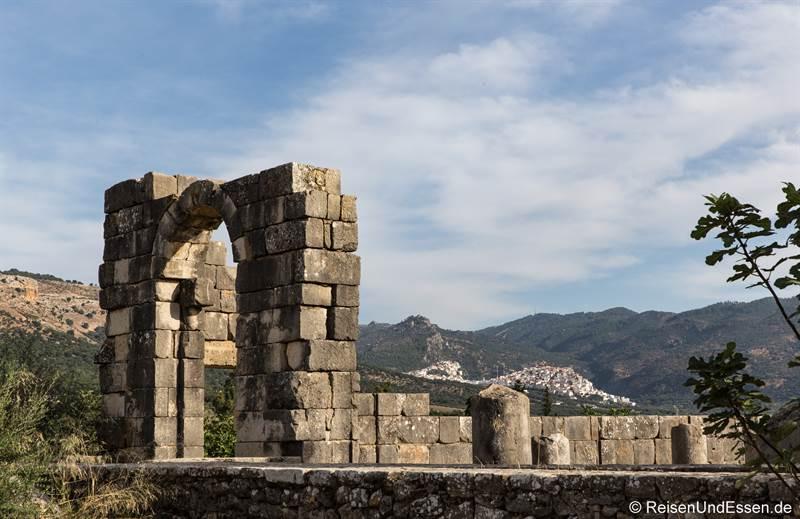 ömische Ruine und Moulay Idriss im Hintergrund
