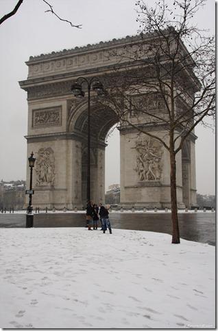 Arc de Triomphe im Schnee