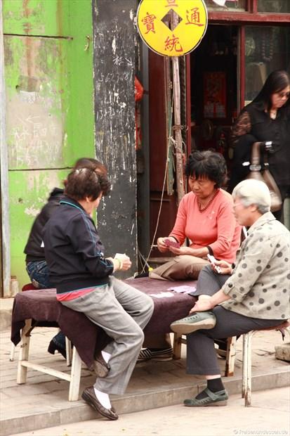 Pingyao - Frauen beim Kartenspiel