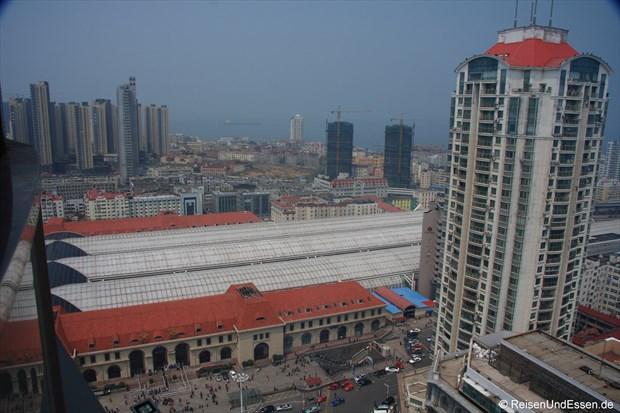 Qingdao - Blick auf den Bahnhof