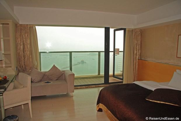 Pearl Harbour Hotel (Zimmer und Ausblick auf das Meer)