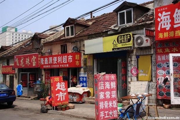 Qingdao - Alte baufällige Häuserzeile