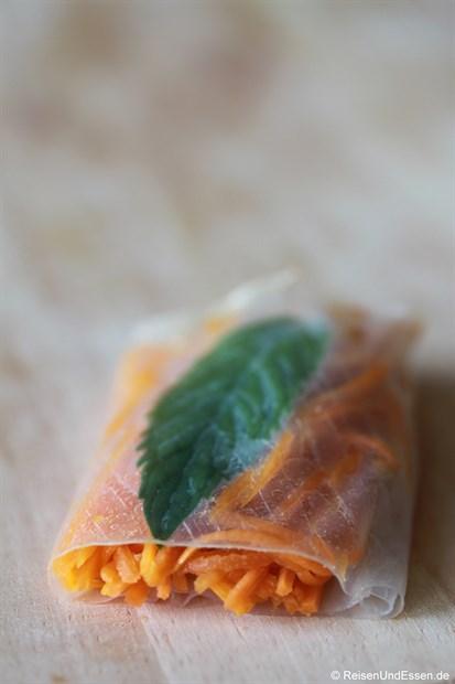 Vietnamesische Frühlingsrolle - Karotten-Füllung mit Minze