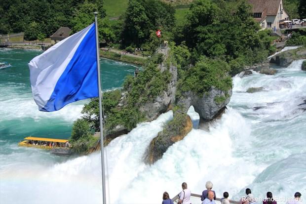 Schweiz - Rheinfall mit Flagge