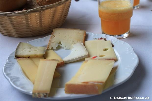 Hotelrestaurant - Verschiedener Käse zum Frühstück