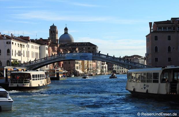 Start mit Vaparetto auf dem Canale Grande