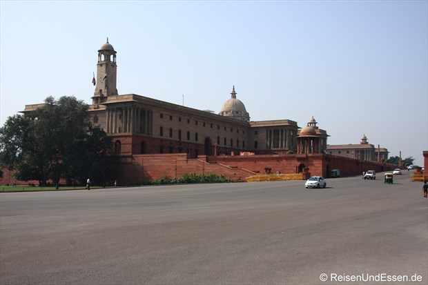 Gebäude auf der linken Seite beim Rashtrapati Bhavan