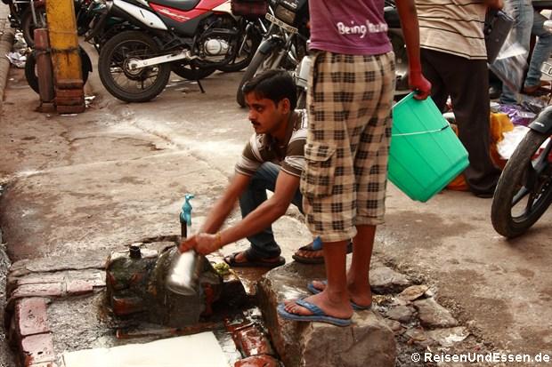 Waschgelegenheit in der Chandi Chowk in Old Delhi