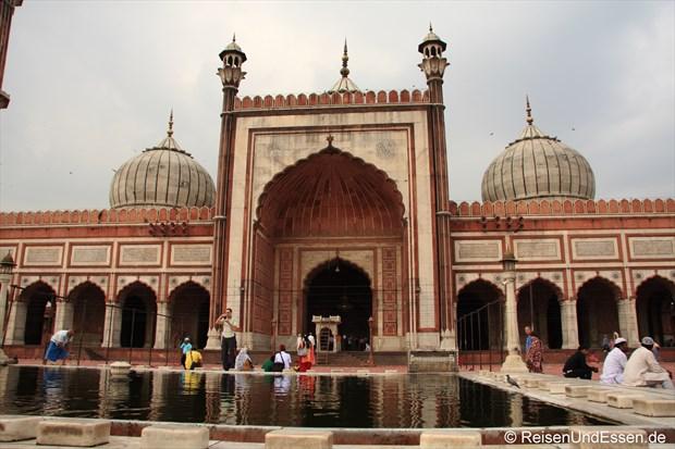 Jama Masjid und Wasserbecken für die Reinigung