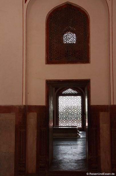 Im Innenbereich des Humayun Mausoleum
