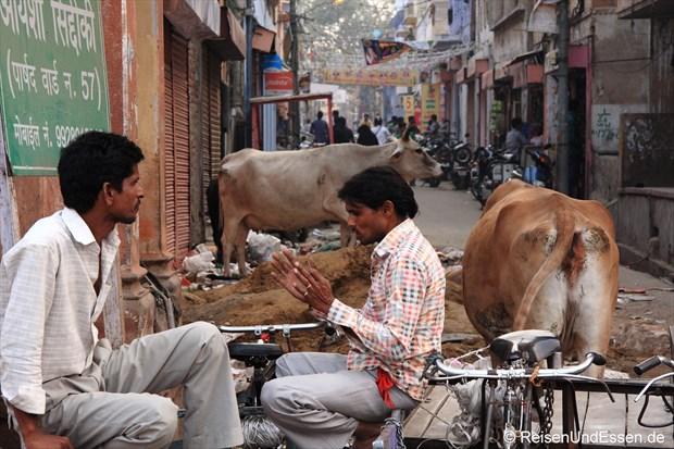 Zwei Männer in der Altstadt von Jaipur