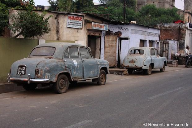 Oldtimer in den Strassen von Jaipur