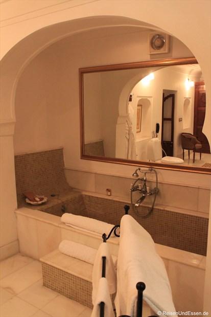 Samode Haveli - Bad mit Badewanne in unserer Suite