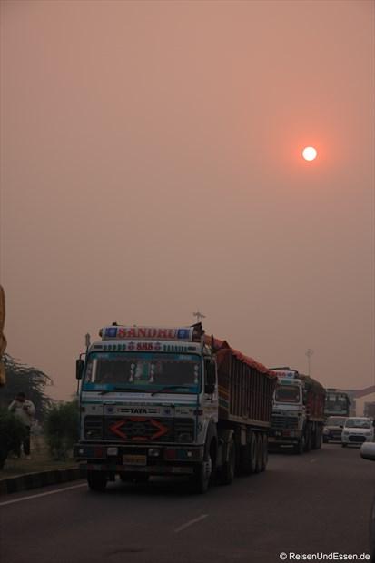 Sonnenuntergang auf dem Weg Richtung Agra