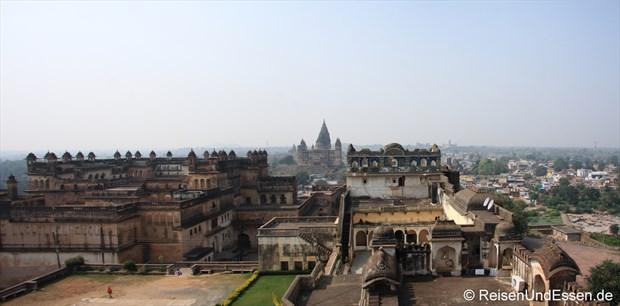Blick von Fort auf Stadtpalast, Tempel und Orchha