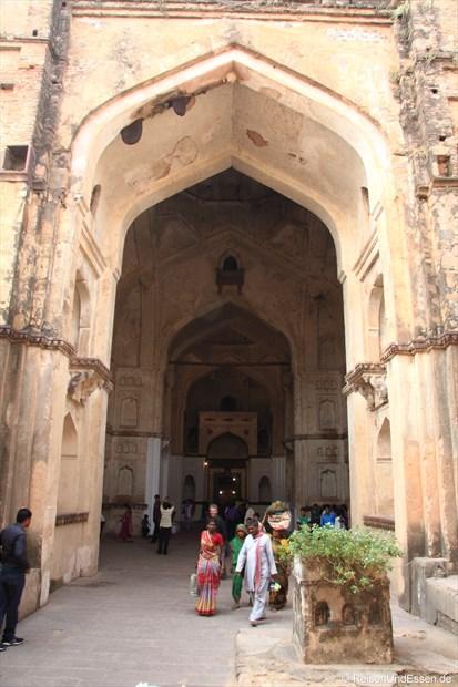 Eingang zum Chaturbhuj Tempel in Orchha