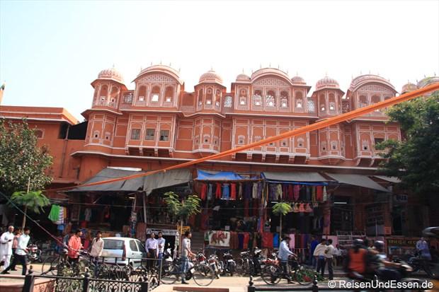 Gebäude gegenüber dem Palast der Winde in Jaipur