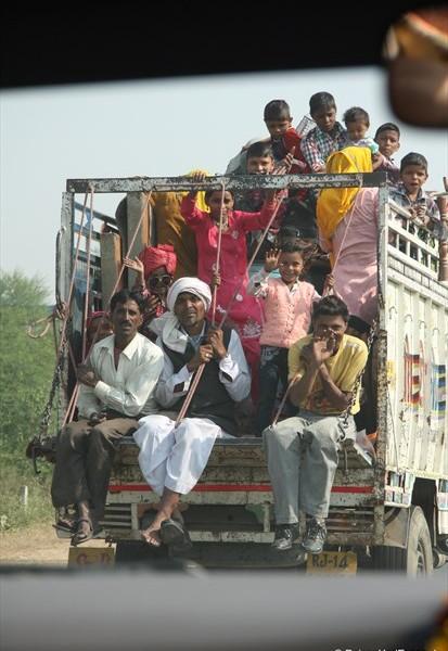 Busersatz auf der Fahrt in Richtung Agra