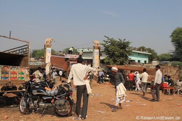 Viehmarkt zwischen Jaipur und Agra