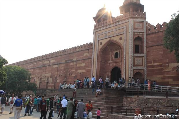 Stufen zum Eingangstor Buland Darwaza