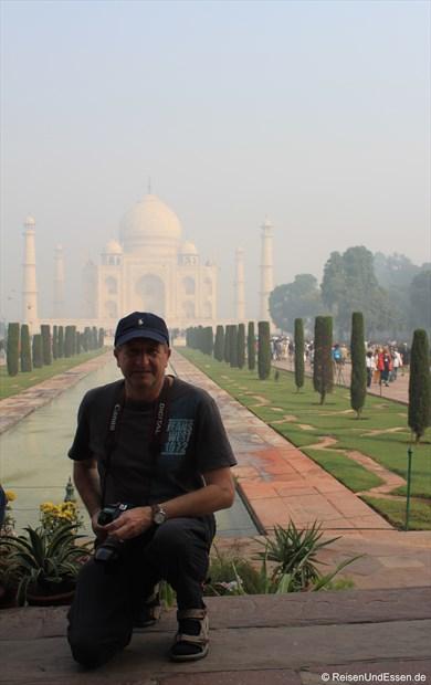 Vor dem Taj Mahal