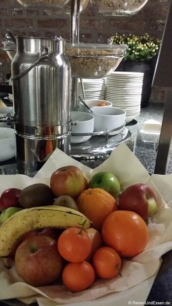 Frühstücksbuffet mit Obst