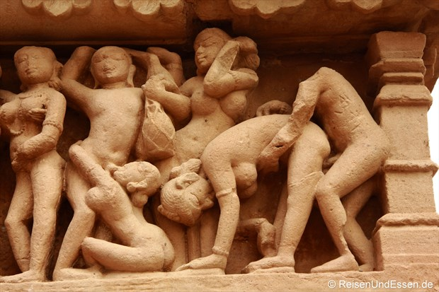 Erotische Szene am Lakshmana Tempel von Khajuraho