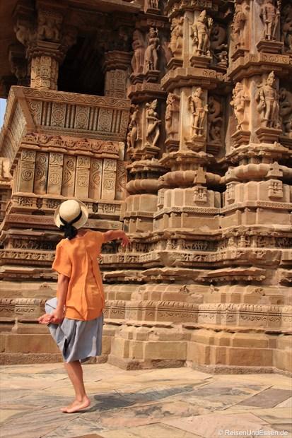 Tanz am Chitragupta-Tempel in Khajuraho