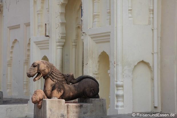 Eingang bei der östlichen Tempelgruppe in Khajuraho