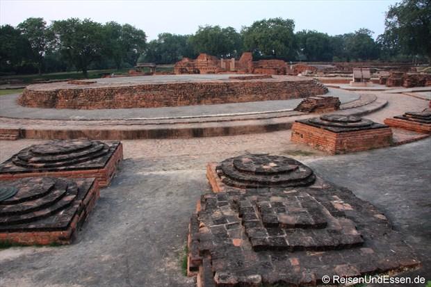 Ausgrabungen in Sarnath (Dharmarajika Stupa)