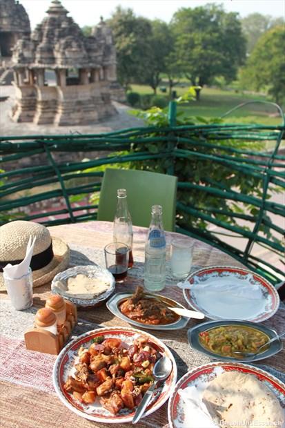 Unser Mittagessen im Baumhaus in Khajuraho