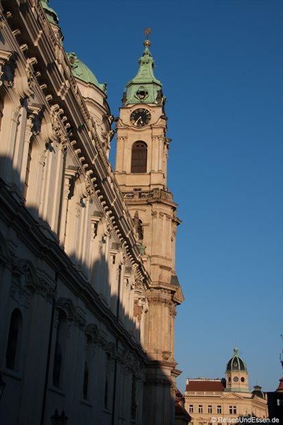 Blick auf St. Nicholas Kirche im Abendlicht