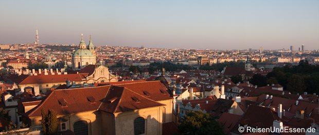 Panoramablick auf Prag von der Burg
