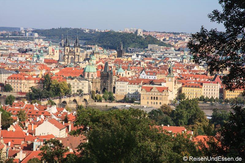 Blick auf Karlsbrücke und Teynkirche