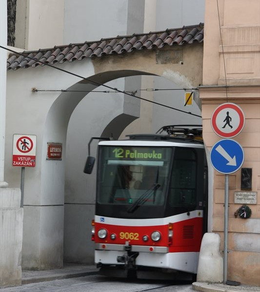 Straßenbahn in der Letenska in Prag