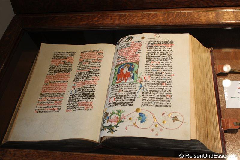 Buch in der Bibliothek im Kloster Strahov
