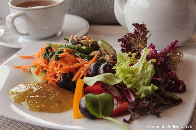 Frischer Salat beim zum Frühstück im 3'60° Restaurant