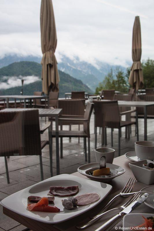 Wurst und Lachs zum Frühstück im 3'60° Restaurant