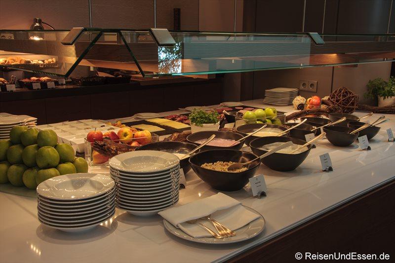 Auswahl an Joghurt und Quark beim Frühstücksbuffet im 3'60° Restaurant