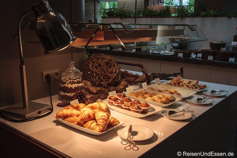 Auswahl an süssen Stückchen im 3'60° Restaurant