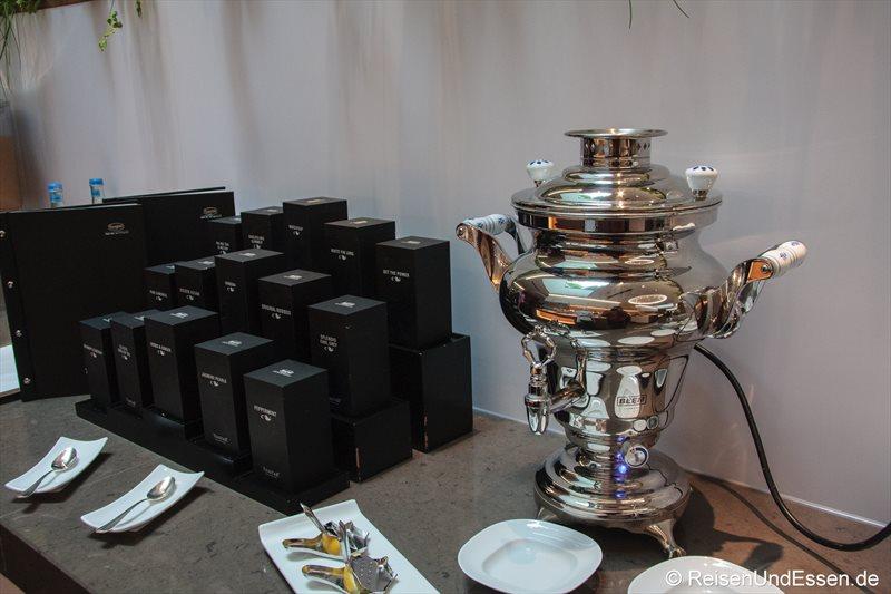 Samowar und Teeauswahl im 3'60° Restaurant