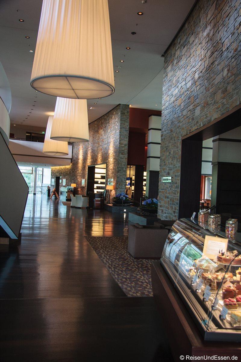 Blick in den Eingangsbereich im Intercontinental Berchtesgaden Resort