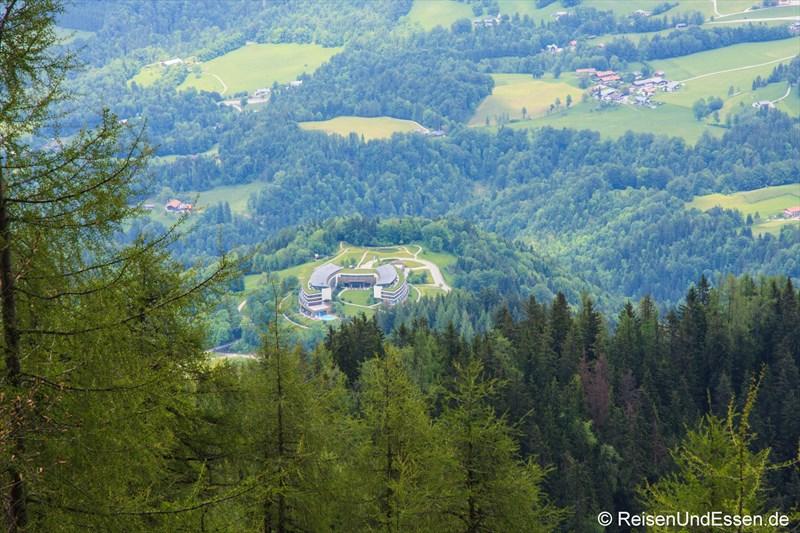 Blick vom Kehlstein auf das Intercontinental Berchtesgaden Resort