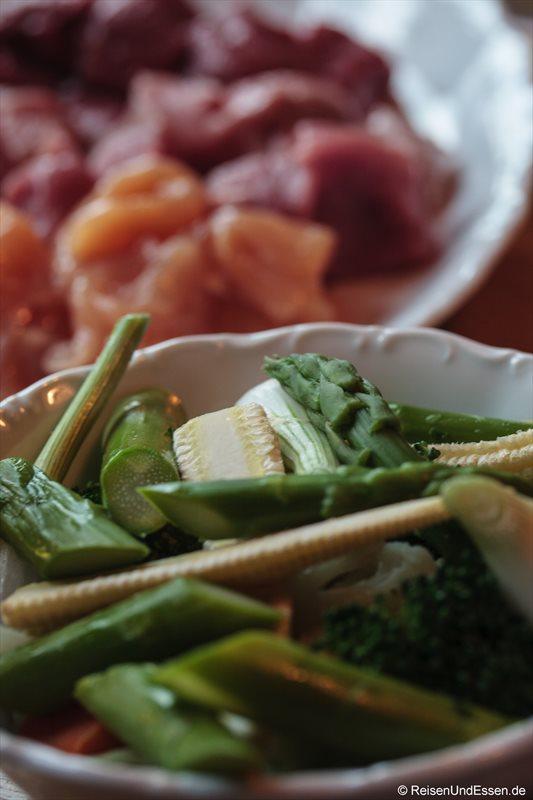 Gemüse und Fleisch für das Fondue in der Bayernstube