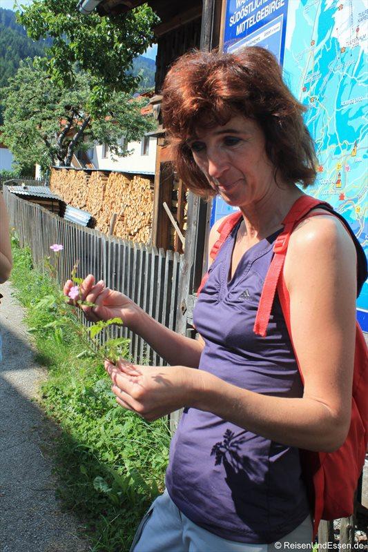 Kräuterpädagogin Claudia
